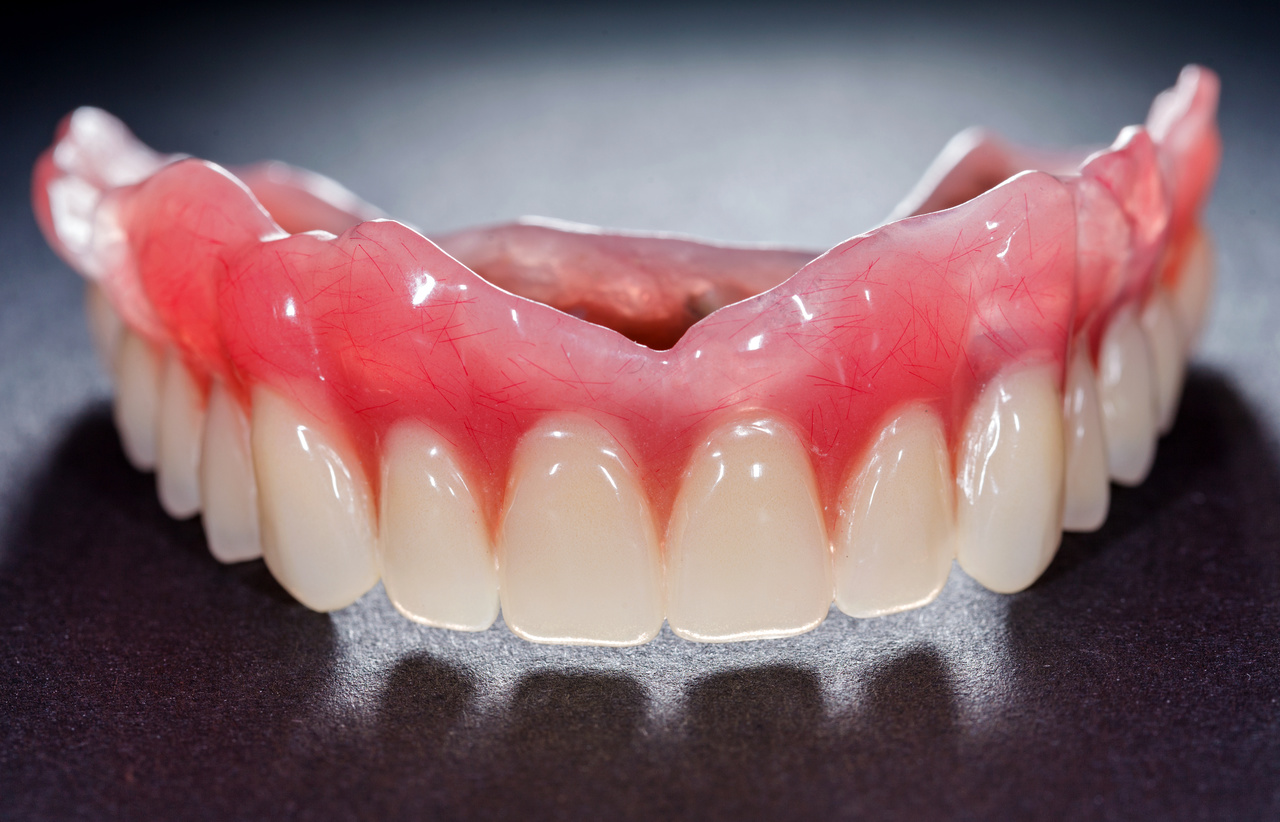 how to get stains off dentures
